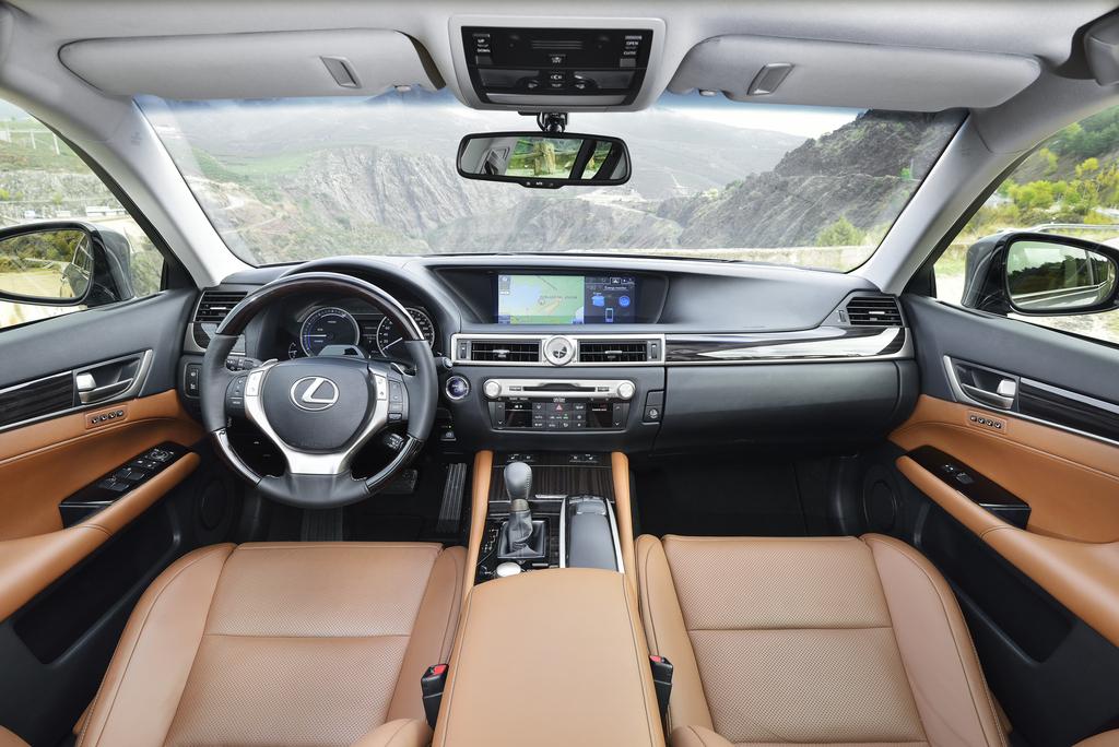 Lexus GS 300h: Blick ins noble Cockpit.