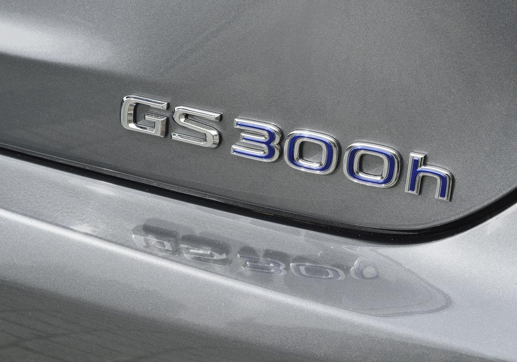 Lexus GS 300h: Modellschriftzug auf dem Kofferraumdeckel.