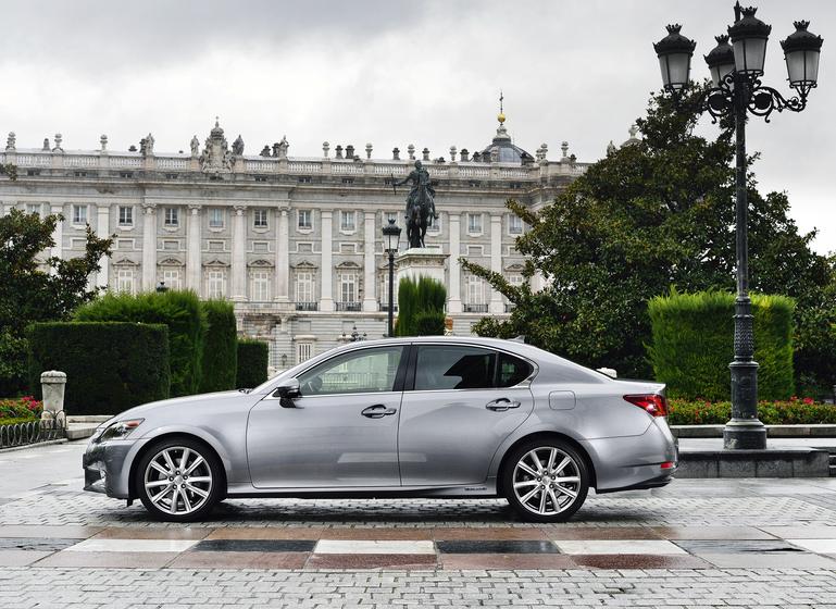 Lexus GS 300h: So sieht die Limousine von der Seite aus.