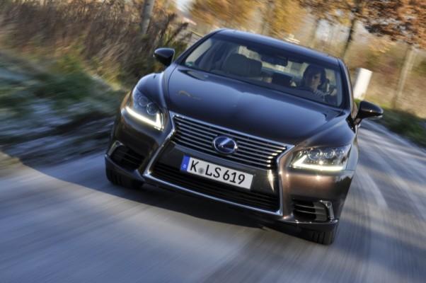 Lexus = Luxus - Bild: auto.de