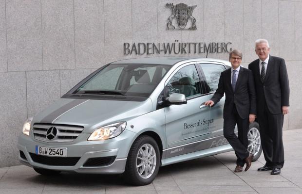 Ministerpräsident Kretschmann fährt B-Klasse F-Cell