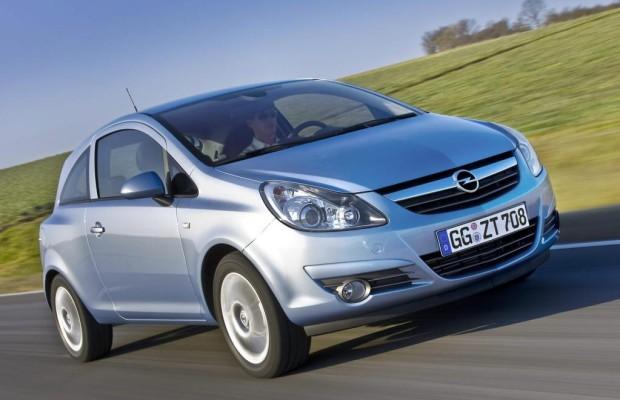 Opel Corsa muss wegen rostender Motorhaube in die Werkstatt
