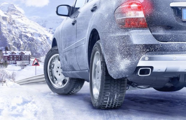 Probebremsung und Gefühl helfen auf Schneefahrbahnen
