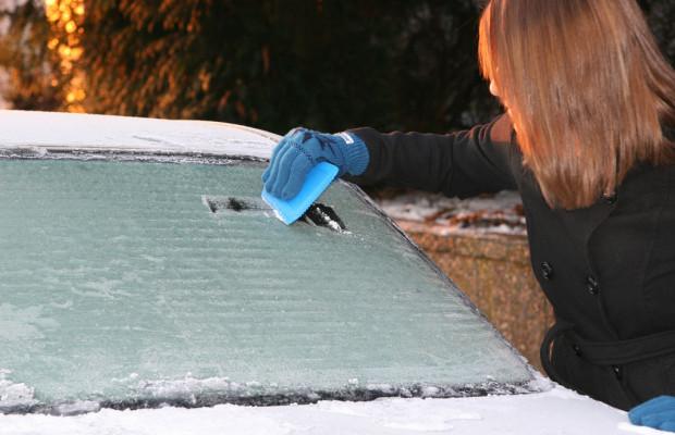 Ratgeber: Autoscheiben vom Eis befreien