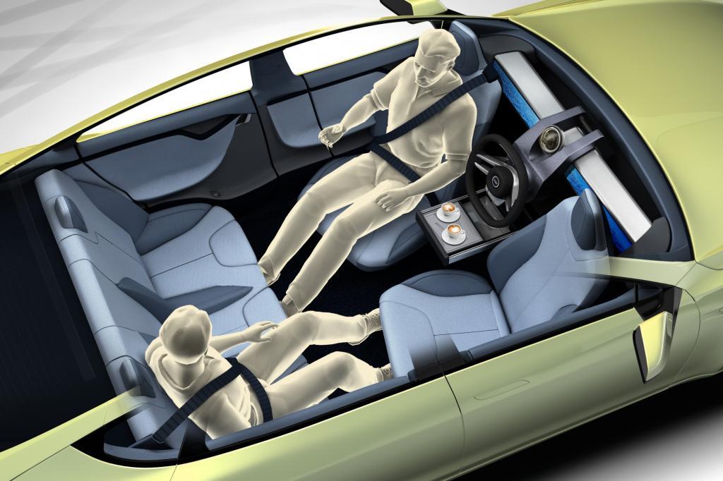 So kann sich der Fahrer zum Beispiel hinlegen oder seinen Sessel um 180 Grad drehen, so dass er in Richtung Rückbank schaut