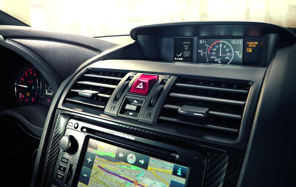 Subaru WRX: Blick auf den mittleren Armaturenträger.