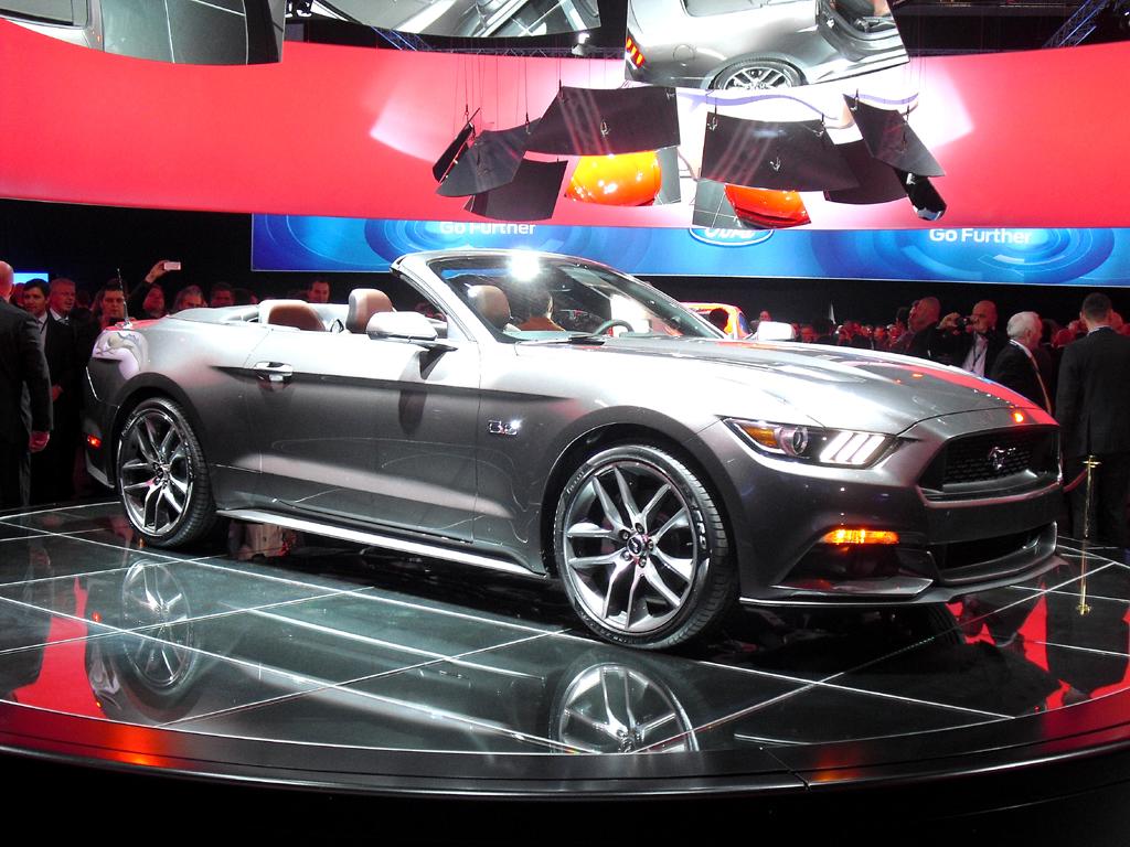 Und so sieht die offene Variante des Ford Mustangs aus.