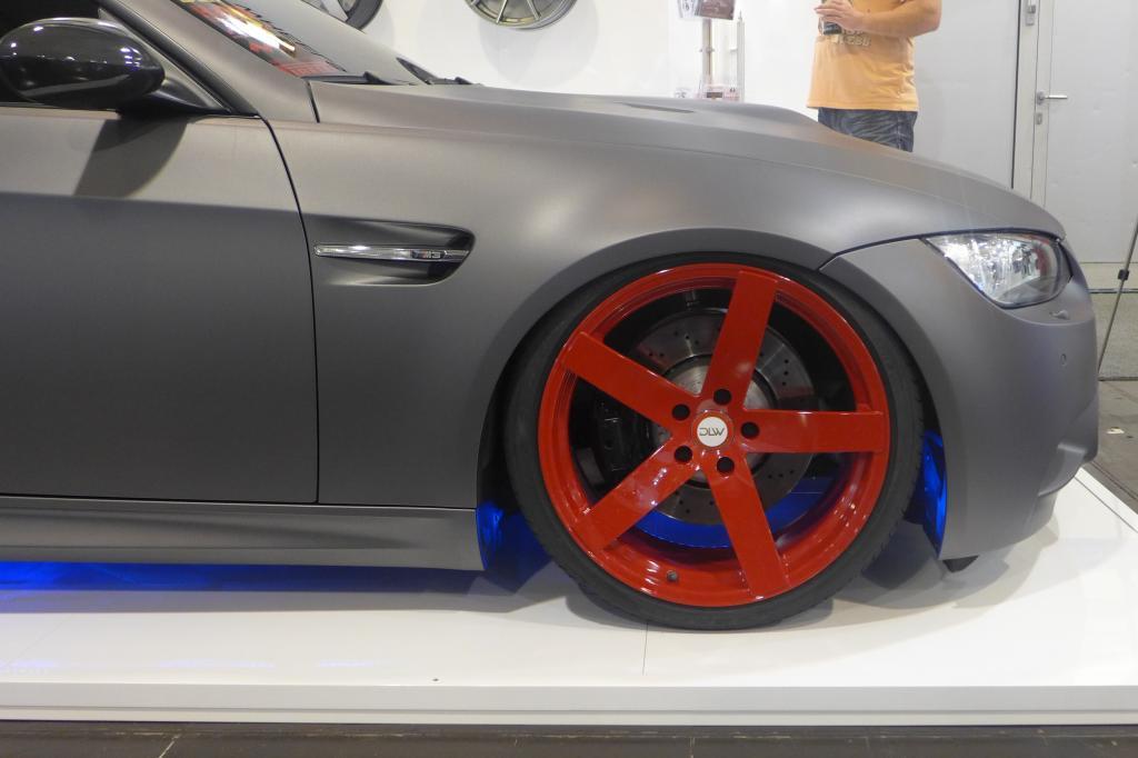Veredelte und farbige Felgen sind die Umsatzträger, lässt sich doch so nach wie vor auch für normalverdienende Autofans am schnellsten ein Effekt erzielen.