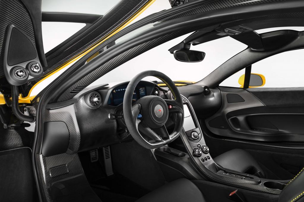 Der P1 ist nicht nur einer der faszinierendsten Sportwagen dieser Zeit, sondern mit seinen 1.06. 000 Euro auch einer der teuersten.