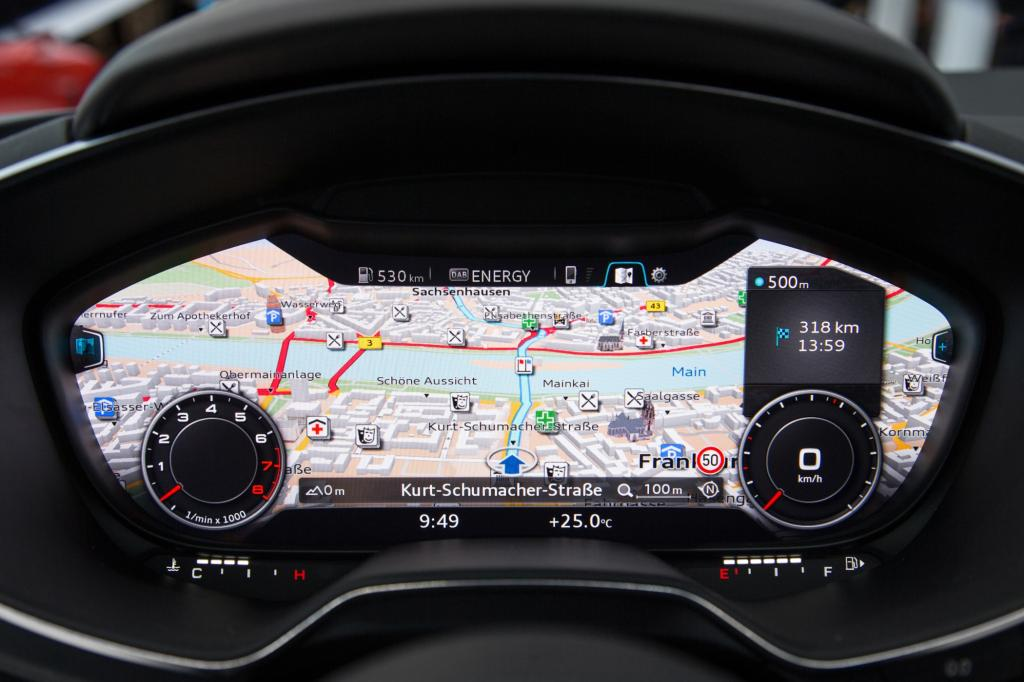 Auf 12,3 Zoll kann der Fahrer zwischen der klassischen Ansicht mit Tacho und Drehzahlmesser und dem Infotainment-Modus wählen