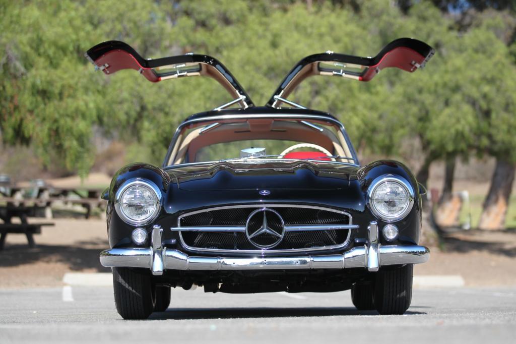 Auf der gleichen Auktion wurde auch ein top restaurierter Flügeltürer verkauft