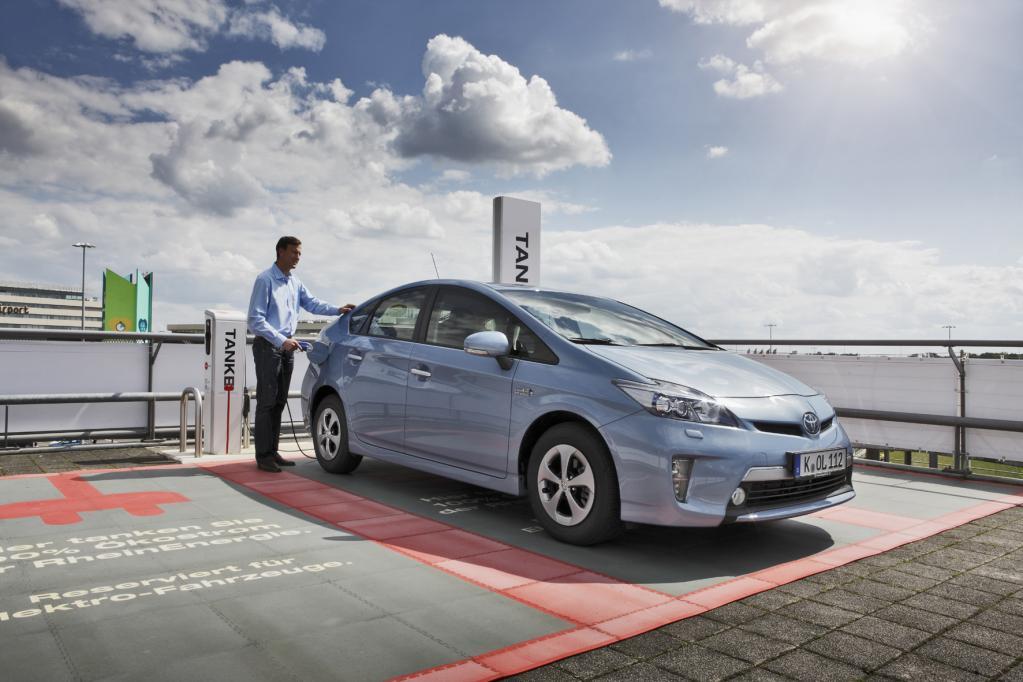 Automobilbranche: Plugin-Hybrid-Technik führt in die E-Mobilität