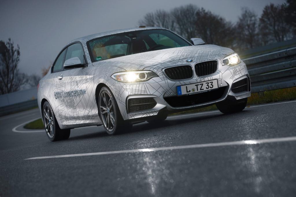BMW beweist mit einem entsprechend umgerüsteten Zweier, dass auch der Autopilot ein Sportler sein.