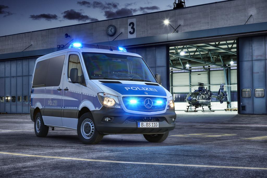 Bundes- und Bereitschaftspolizei fährt Mercedes-Benz Sprinter