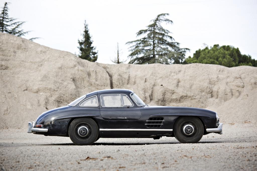 Das DB40 Schwarz, in dem laut Auktionskatalog nur 108 Exemplare lackiert wurden, ist matt, die eleganten Chromstoßstangen blind