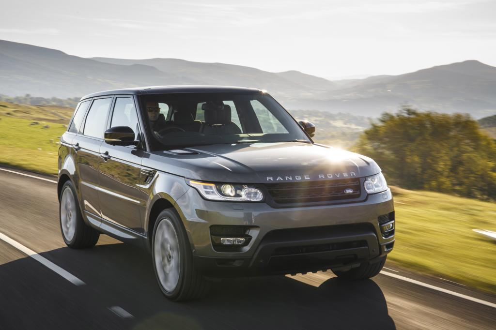 Der Range Rover Sport sieht aus, als wäre er dick wie immer, betört den Fahrer mit überbordendem Luxus und ist im Vergleich zu seinen Vorgängern trotzdem so etwas wie ein Magermodel mit Essstörungen - © Land Rover