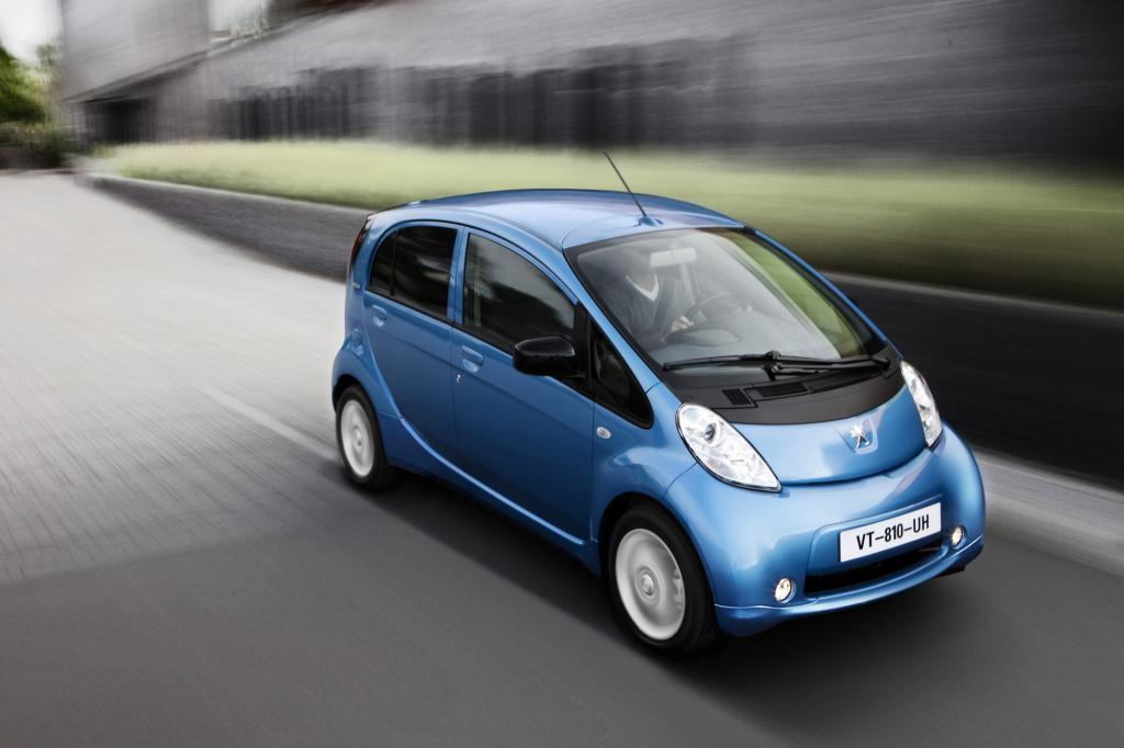 Die baugleichen Elektro-Kleinstwagen Citroen C-Zero, Mitsubishi i-MiEV und Peugeot Ion (Foto) stellen eine Leistung von 49 kW/67 PS bereit - © Peugeot