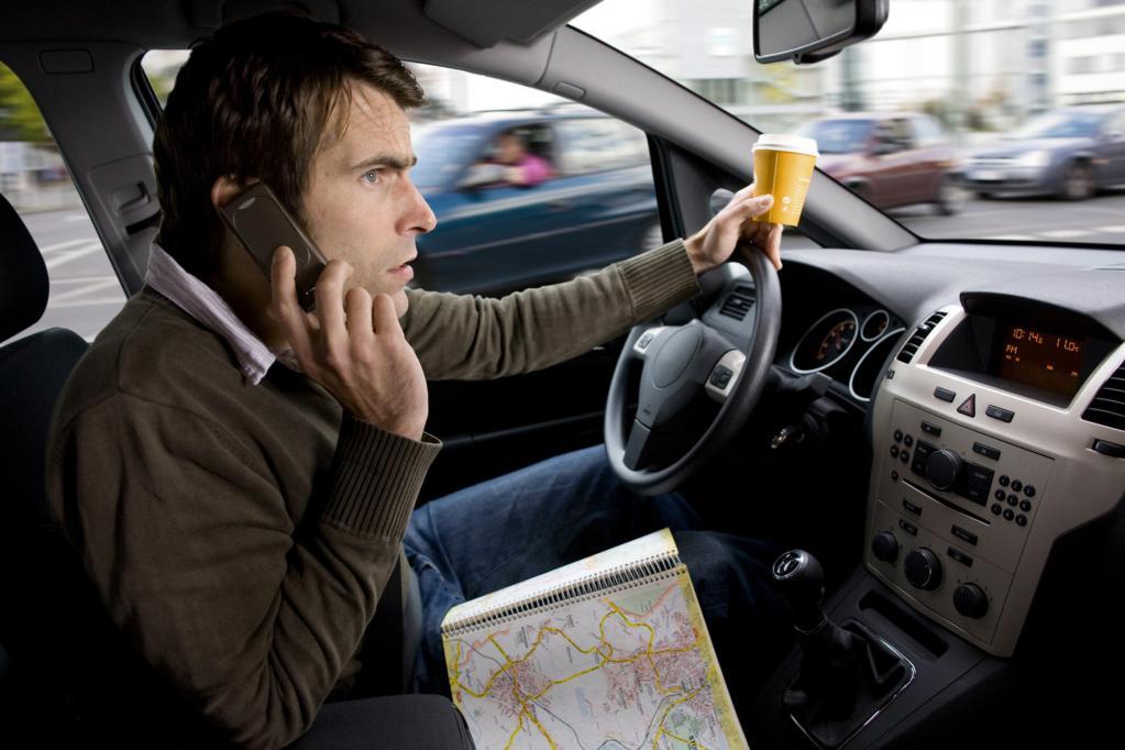 Fahrverbot bei Telefonieren am Steuer