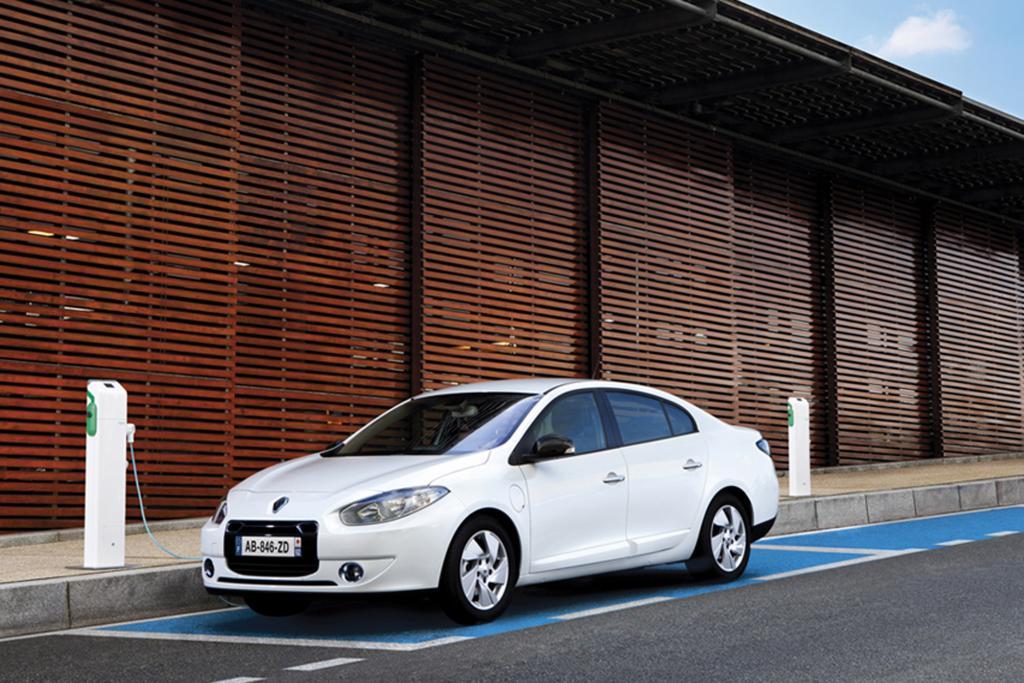 Hauptsächlich für gewerbliche Kunden gedacht ist der Renault Fluence Z.E, als Familienauto eignet sich die Limousine wegen des winzigen Kofferraums nicht - © Renault