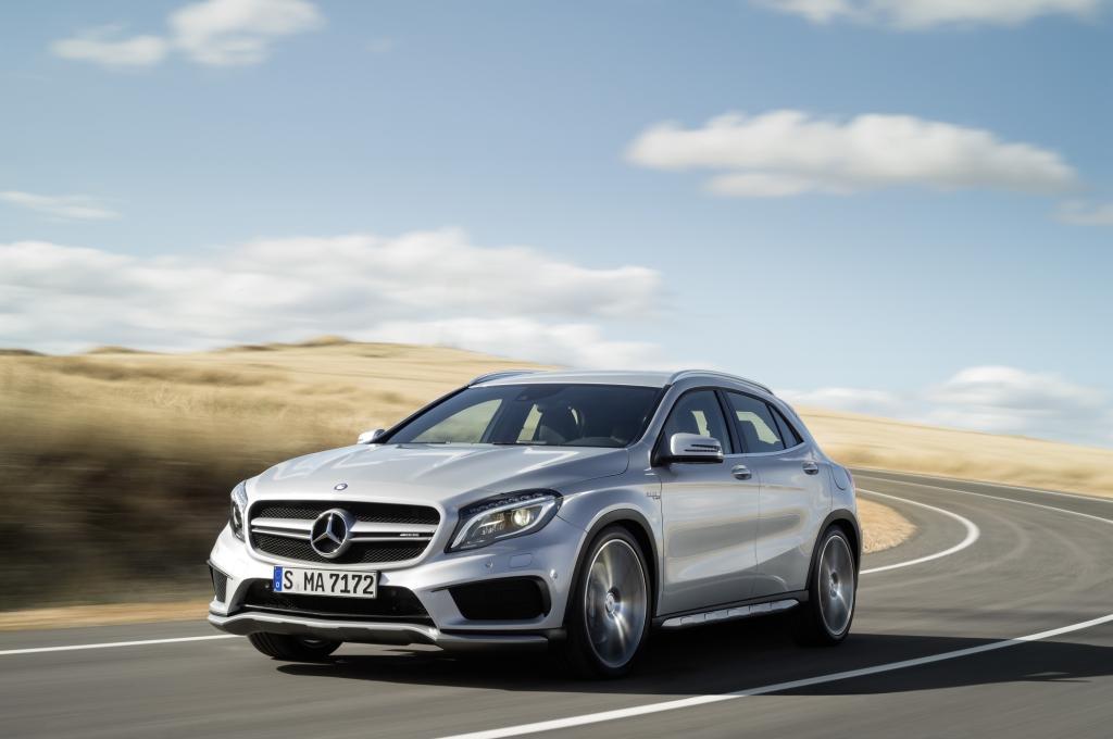 Hochgebockt, aber doch sportlich auf der Straße – diesen Spagat will Mercedes-Haustuner AMG mit der Top-Version des neuen Kompakt-SUV GLA schaffen