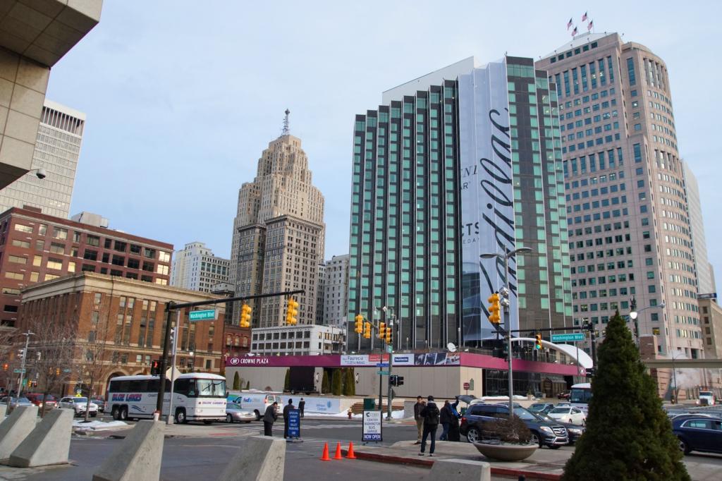 Kultur rund ums Automobil - Detroit Motor-City stolpert im Takt