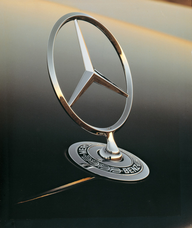 Mercedes-Benz fährt mit Sprit aus Stroh