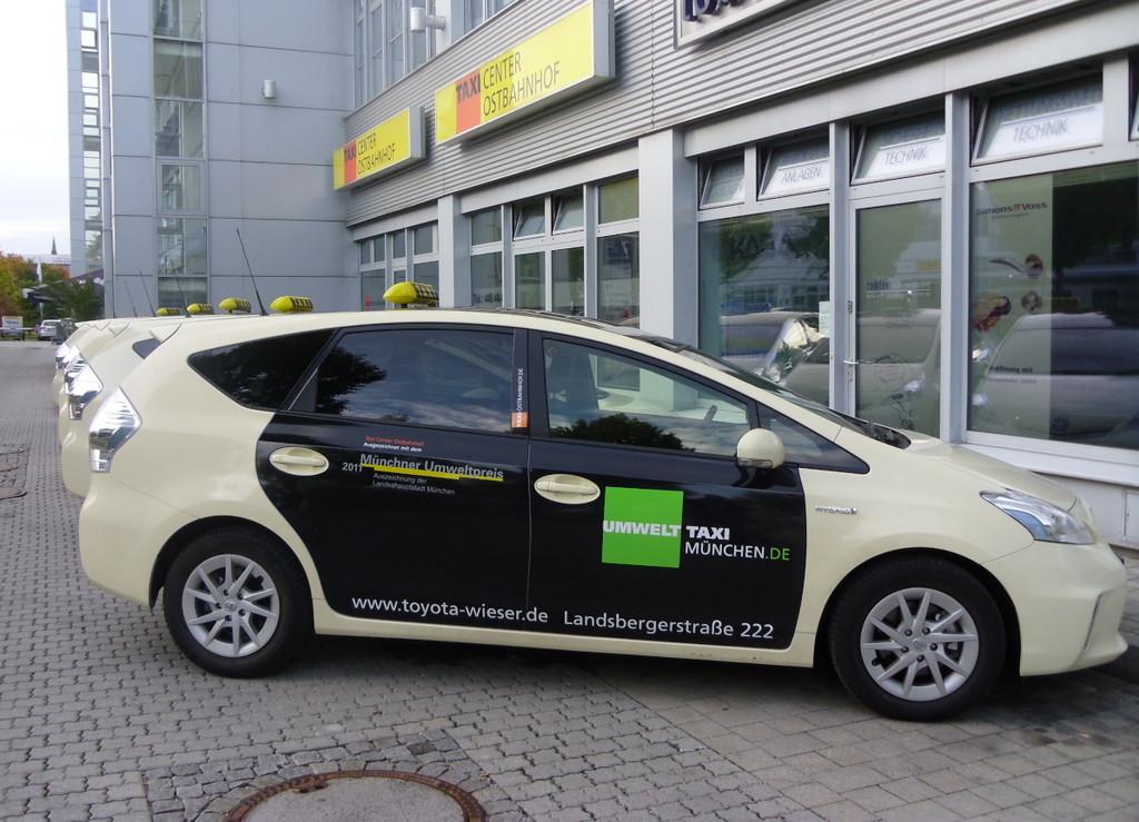 Mit 48 Toyota Prius und einem Opel Ampera senkt das Taxi-Center Ostbahnhof in München den CO2-Ausstoß bei seinen Fahrten signifikant.  Foto:Auto-Medienportal.Net/TCO