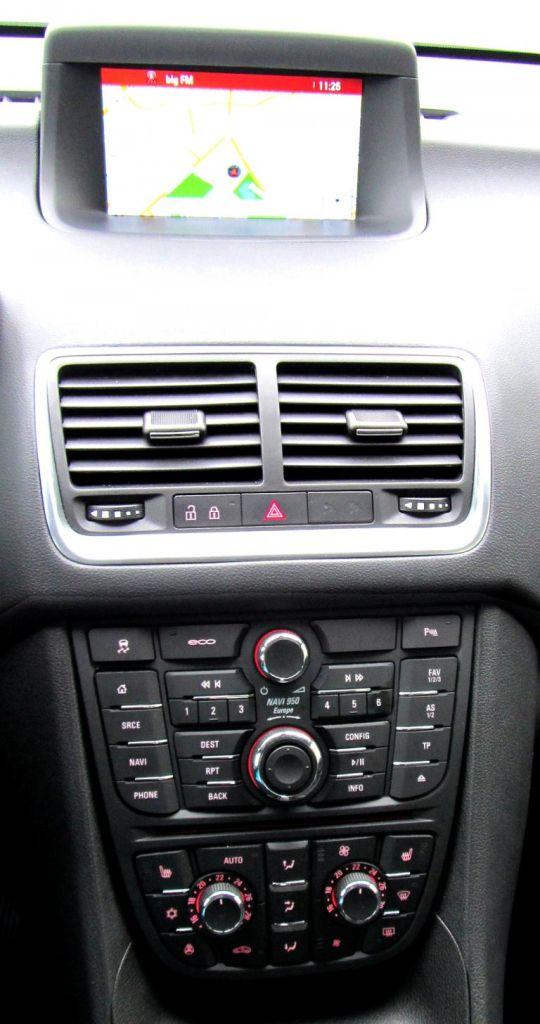 Opel Meriva: Blick auf den mittleren Armaturenträger.