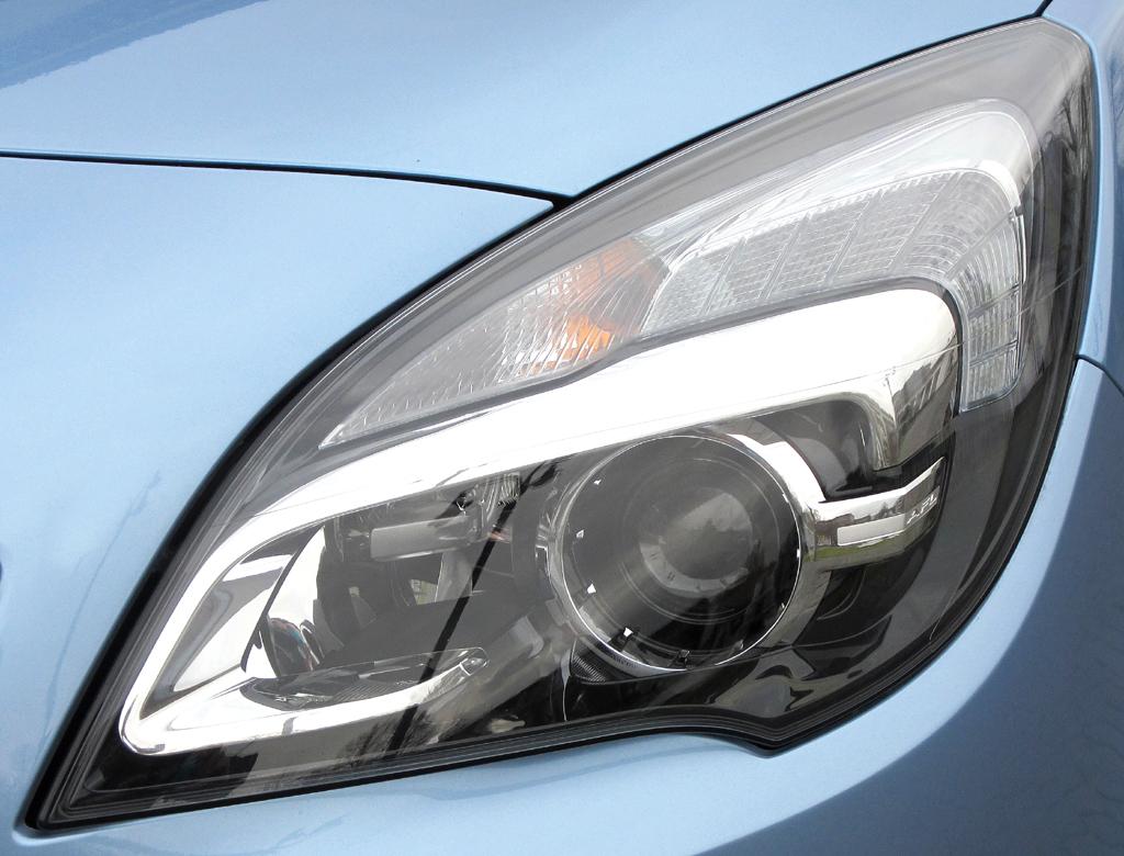 Opel Meriva: Moderne Leuchteinheit vorn.