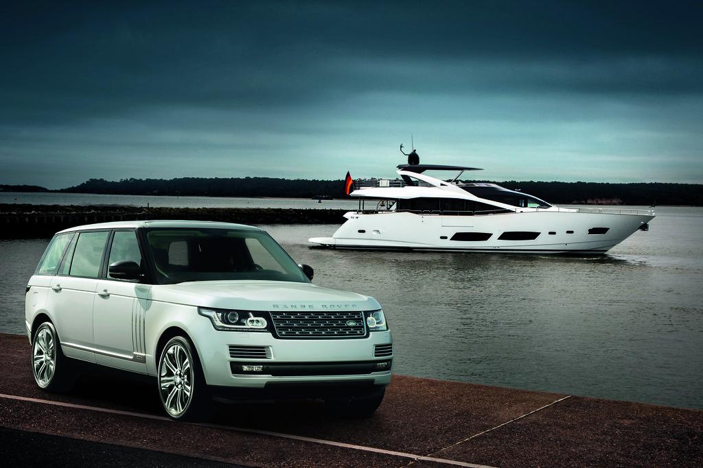 Range Rover LWB hat auf der