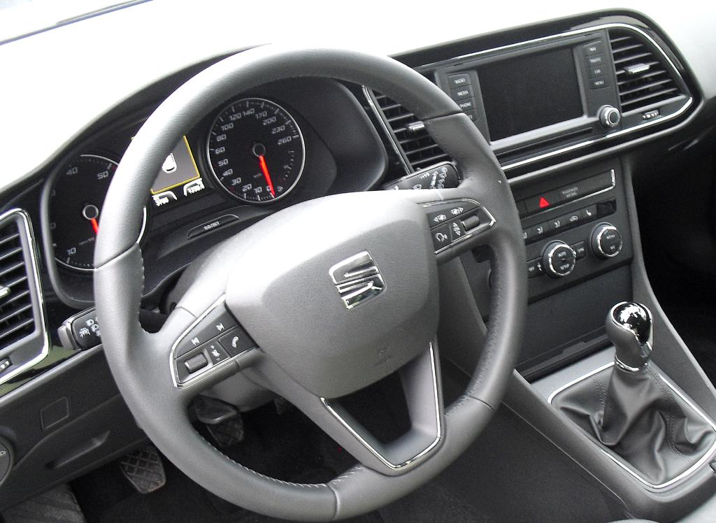Seat León SC: Blick ins recht übersichtlich gestaltete Cockpit.