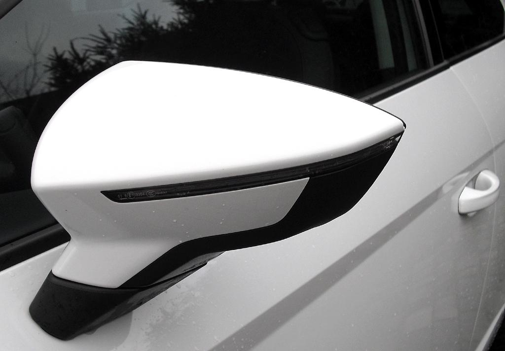 Seat León SC: In die Außenspiegel sind schmale Blinkleisten integriert.