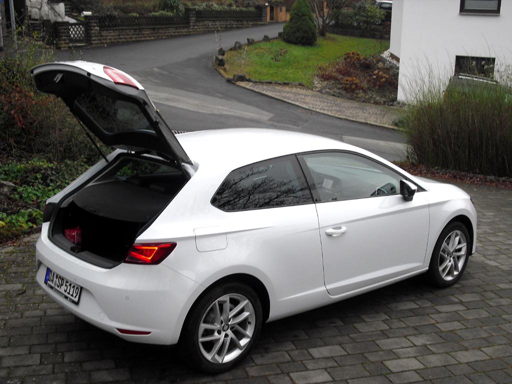 Seat León SC: Ins Gepäckabteil passen erweiterbare 380 Liter hinein.