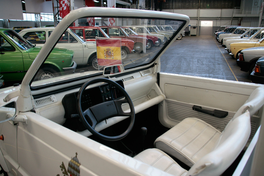 """Seat-Sammlung in Barcelona: Der Fahrer des """"Papamobils"""" hatte es auch nicht komfortabler als jeder andere Panda-Fahrer."""