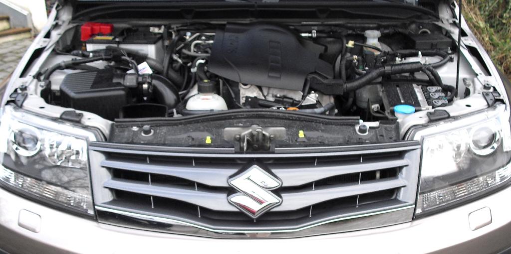 Suzuki Grand Vitara: Blick unter die Haube auf den 1,9-Liter-Selbstzünder.