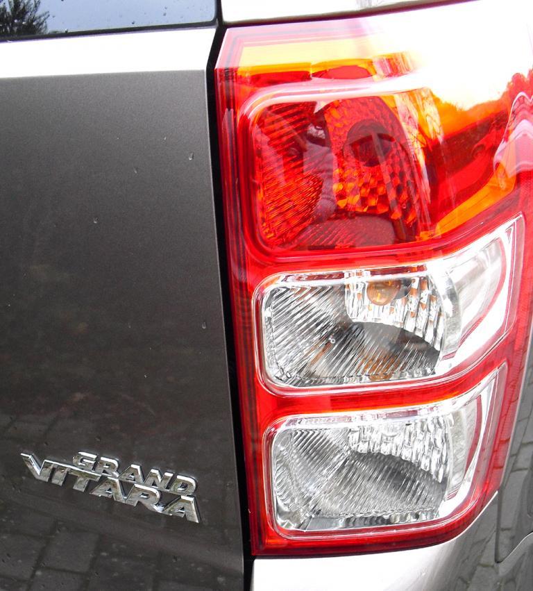 Suzuki Grand Vitara: Das Gepäckabteil fasst 398 bis 1386 Liter.