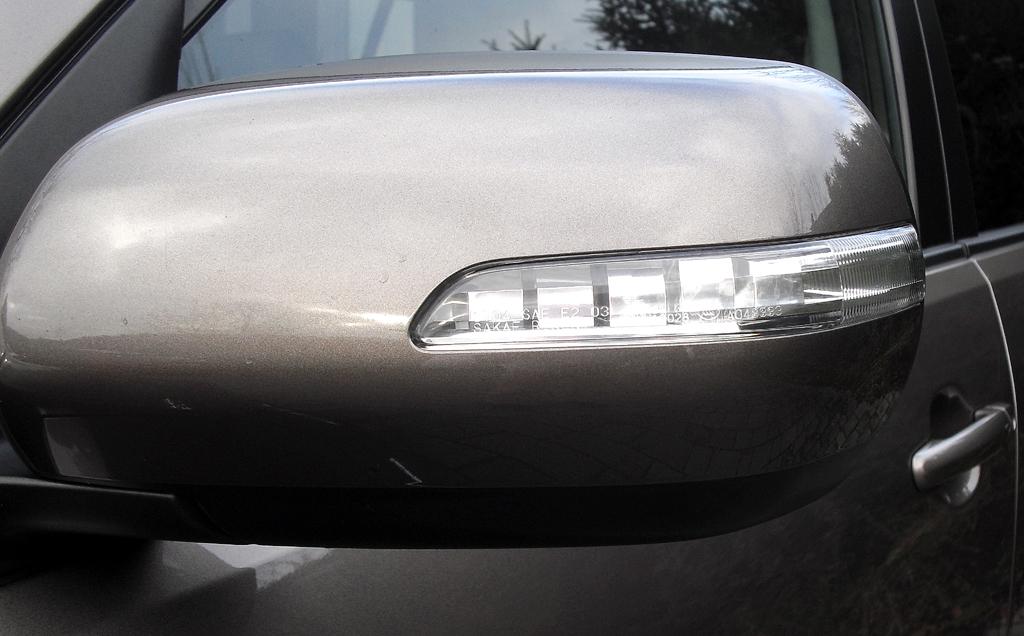 Suzuki Grand Vitara: In die Außenspiegel sind Blinkblöcke integriert.