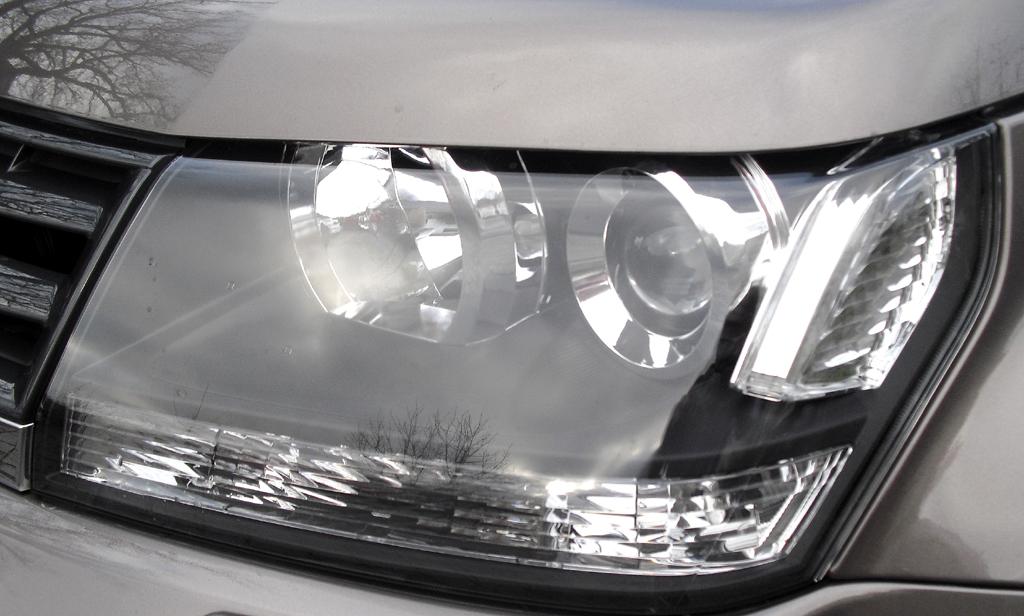 Suzuki Grand Vitara: Moderne Großformat-Leuchteinheit vorn.