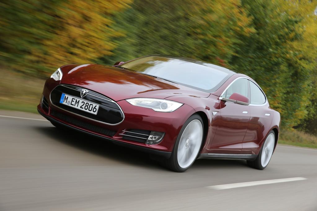 Tesla bringt neue Schnell-Ladestationen ans Netz
