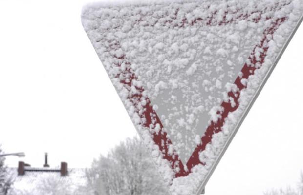 Vorsicht Falle: Bußgeld trotz verschneiter Verkehrsschilder