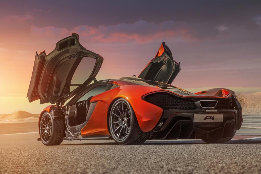 Wer beim McLaren P1 aufs Gas tritt, fühlt sich wie ein Astronaut beim Raketenstart.