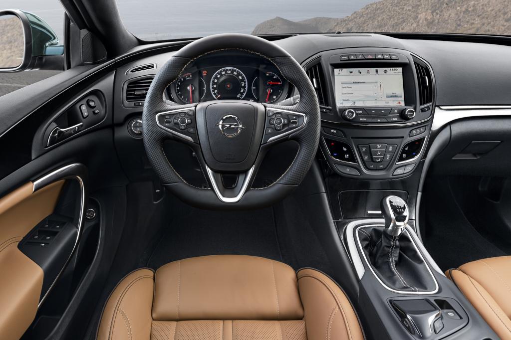 Tolle Sitze mit AGR-Gütesiegel,  aufpreisfrei für den Fahrer  und für gut angelegte 300 Euro beim Beifahrer, ein hervorragend zwischen Komfort und Dynamik abgestimmtes Fahrwerk und ein bequemer Innenraum