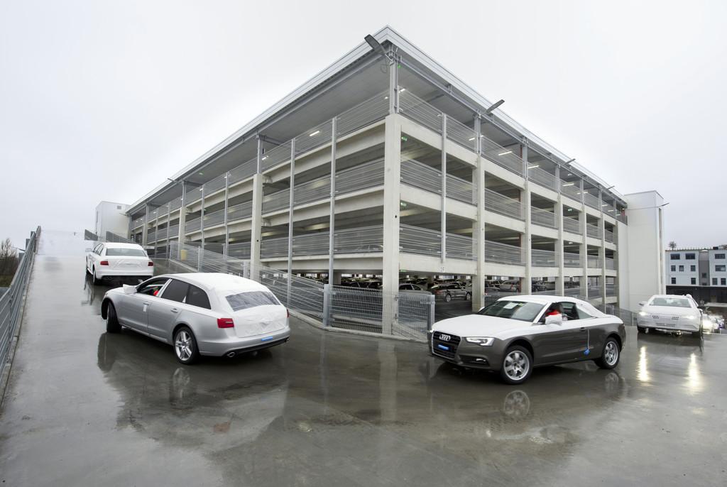 1440 Stellplätze für neue Audi auf sechs Etagen