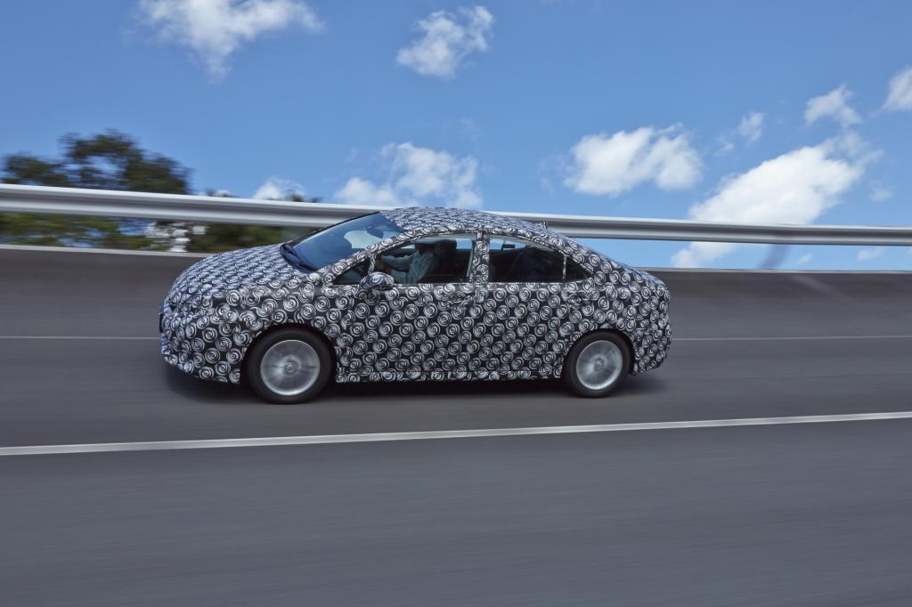 2015 soll die Serienproduktion des Toyota FCV (hier getarnt auf dem Testtrack) starten