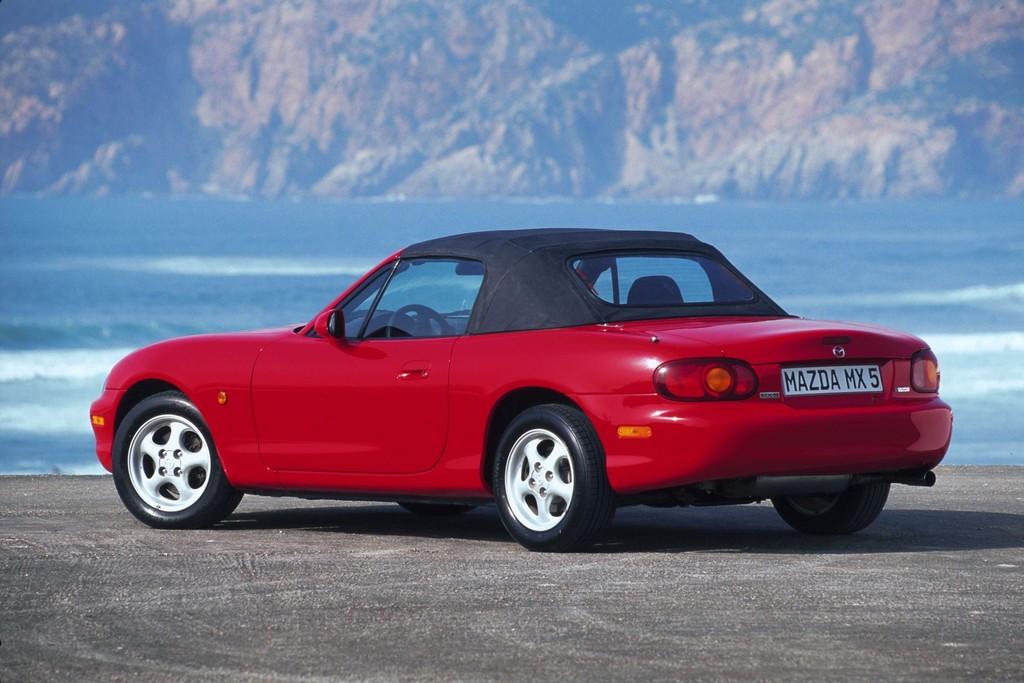 25 Jahre Mazda MX-5: Von der Kreidezeichnung zum erfolgreichsten Roadster der Welt
