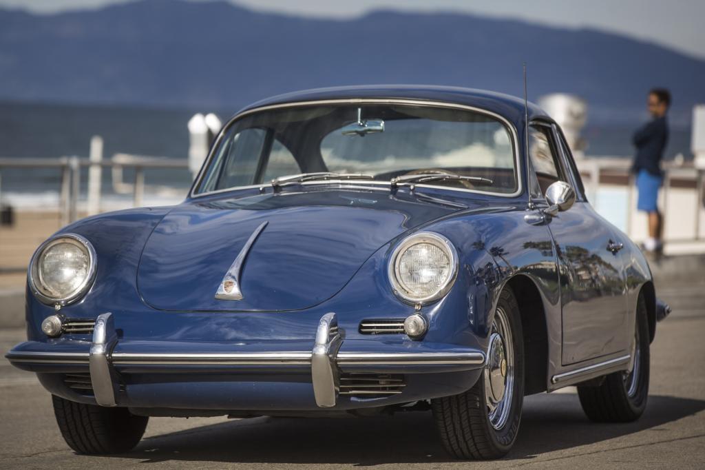 984.000 Meilen (1,58 Millionen Kilometer) hat sein königsblauer 356 schon abgespult und täglich werden es mehr.