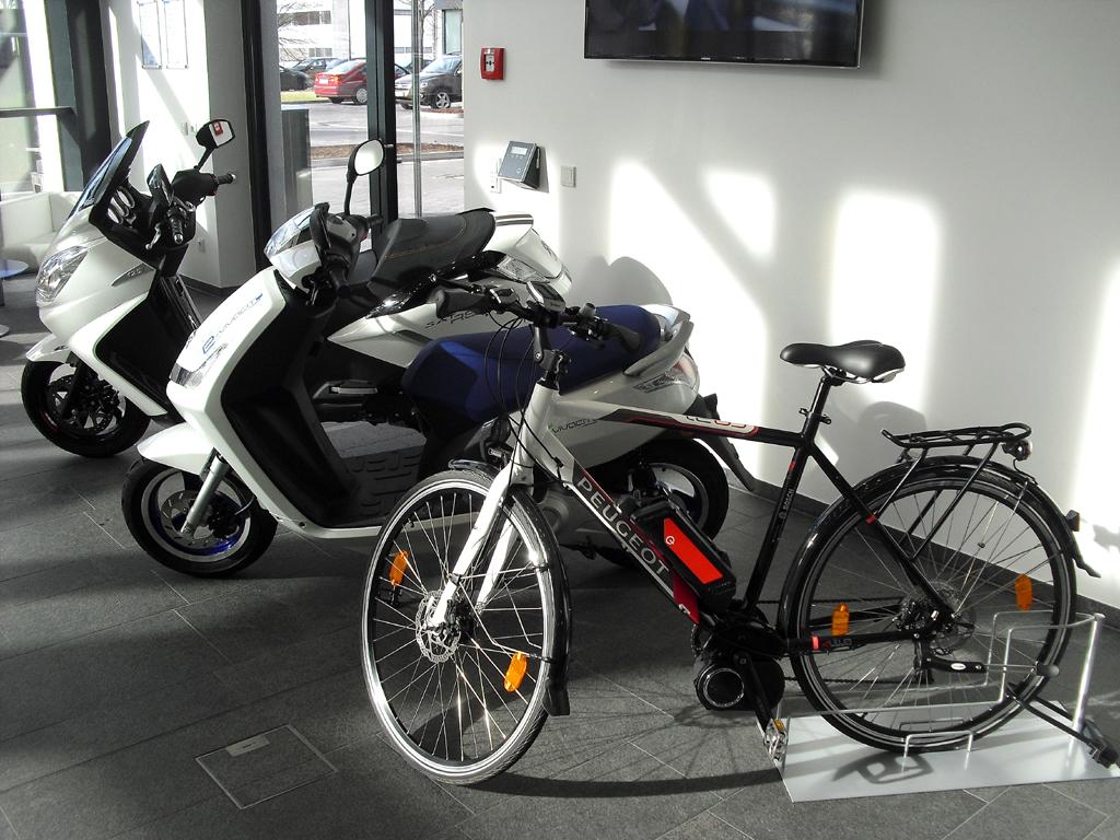 Auch auf zwei Rädern ist Peugeot mobil.
