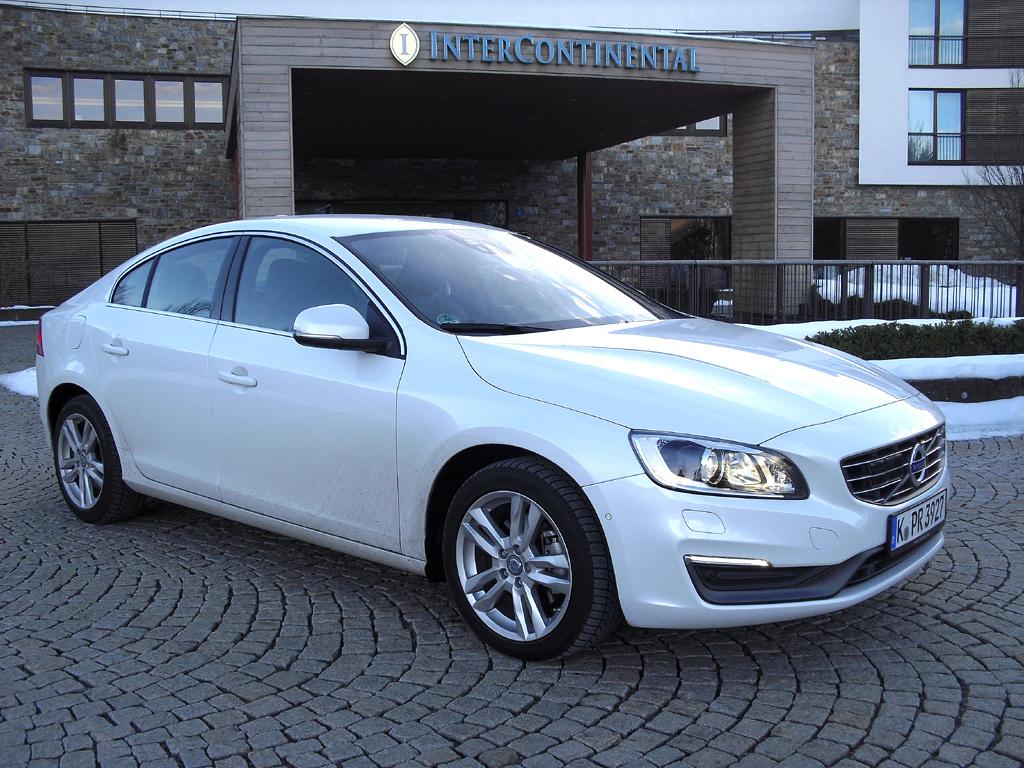 Auch die S60-Limousine ist mit Volvos neuen Drive-E-Motoren unterwegs.