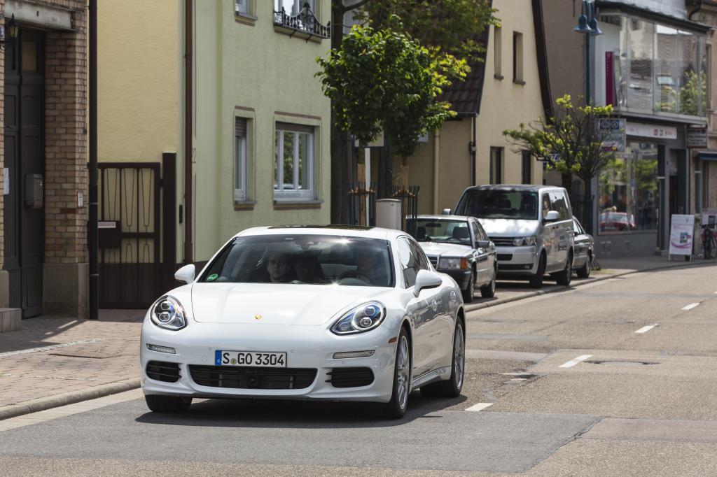 Ausgerechnet das größte Porsche-Modell fühlt sich in der Stadt richtig wohl