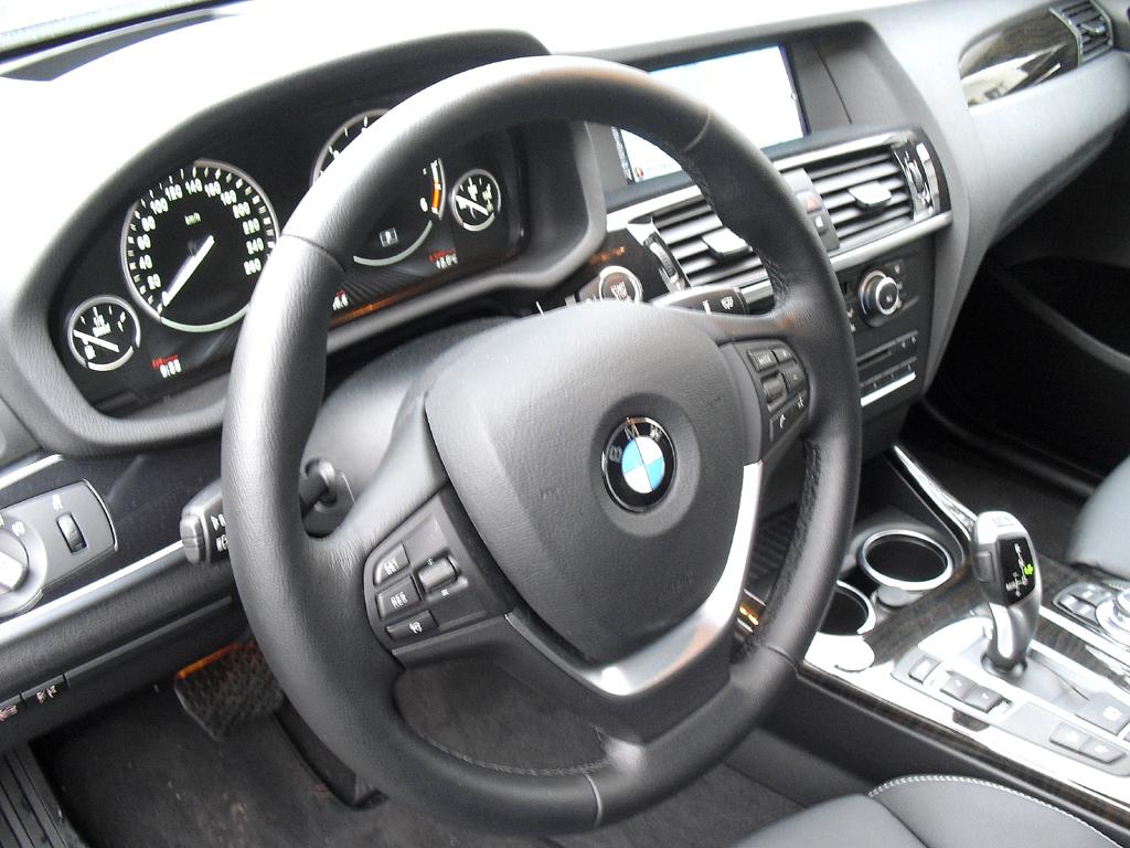 BMW X3: Blick ins gewohnt sportlich-funktionelle Cockpit.